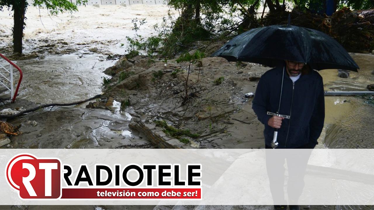Casas destruidas y autos arrastrados por los torrentes tras las inundaciones en un popular balneario ruso