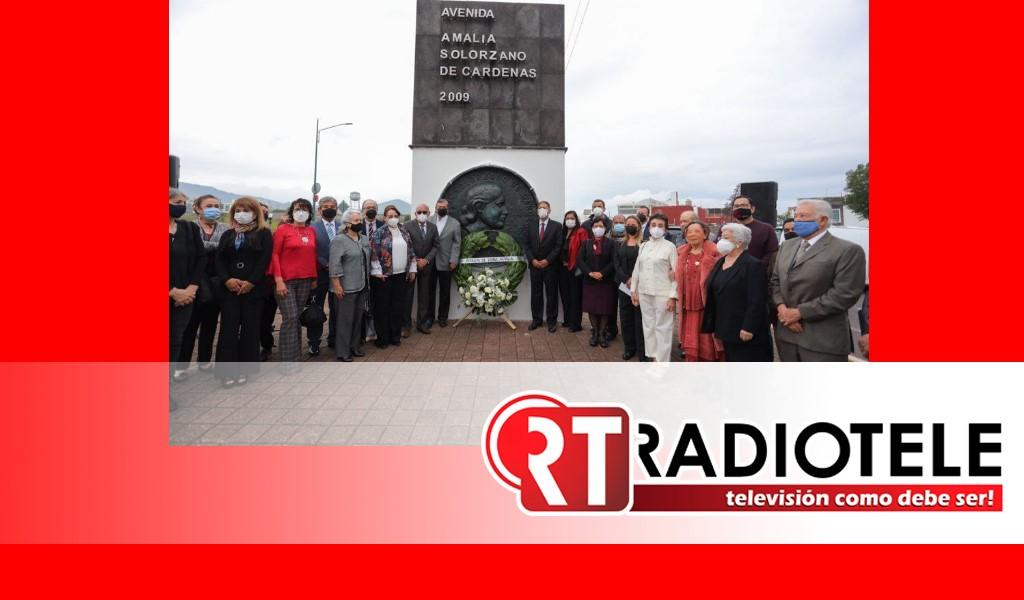 Gobierno de Morelia depositó ofrenda floral en honor de Doña Amalia Solórzano de Cárdenas