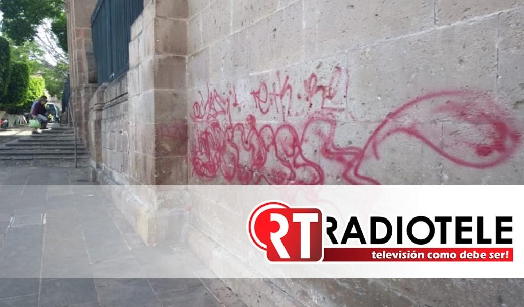 Grafitis en al menos el 10% de edificaciones del centro de Morelia